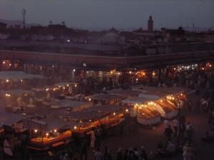 Vista Nocturna de la Plaza de Jema Fna