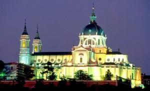 Vistas de la Catedral de la Almudena en mayo 2005
