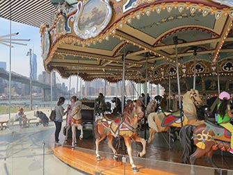 Brooklyn-Bridge-Park-en-Nueva-York-Janes-Carousel